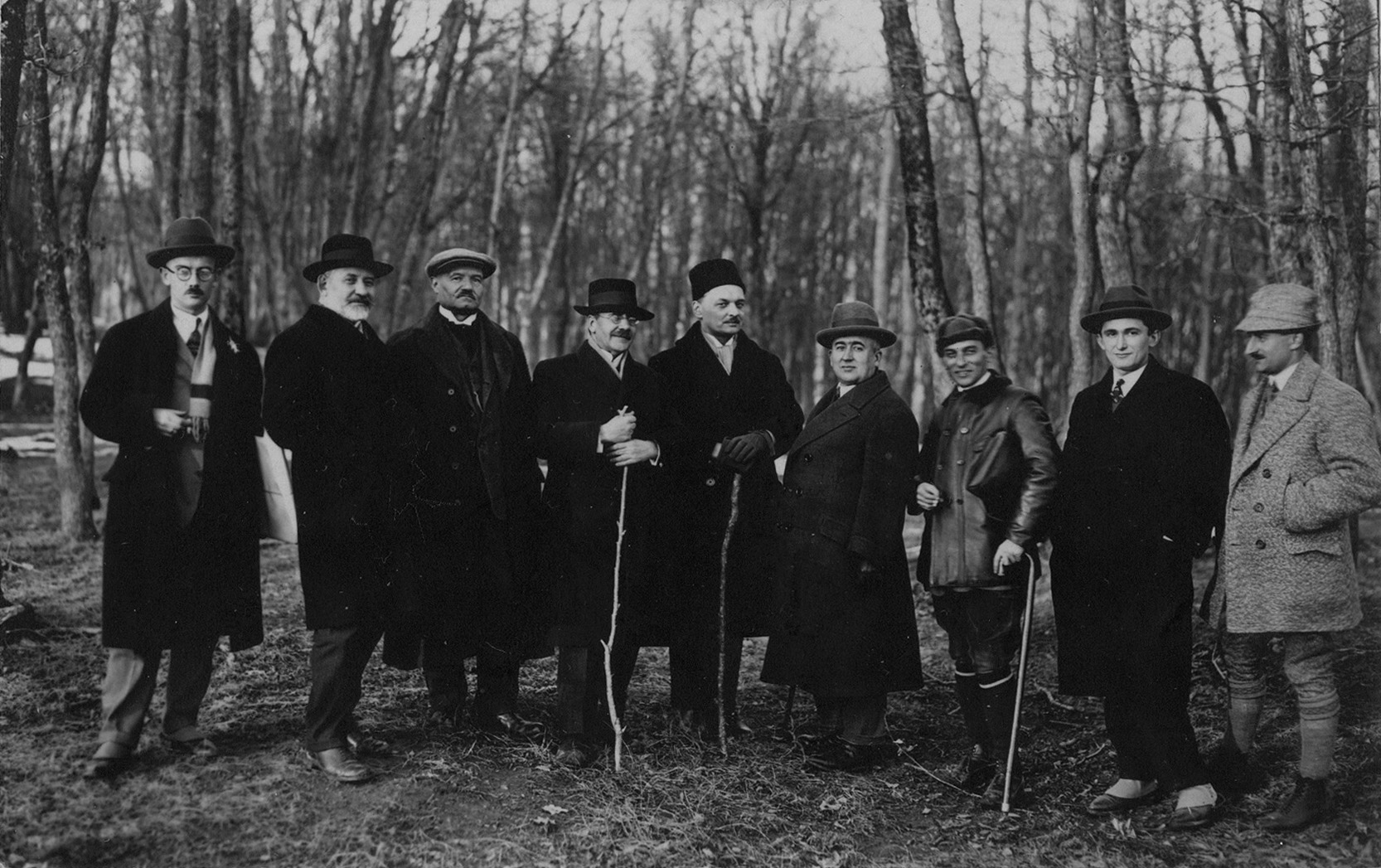 The expedition of Belgrade astronomers and mathematicians to Fruška Gora in order to choose the site for building of a new observatory. Left to right: R. Kašanin, J. Mihailović, M. Petrović, P. Popović, A. Bilimović, M. Milanković, V. Mišković, V. Mišković, V. Gračanin and the guide (SASA Archive, 14188/7)